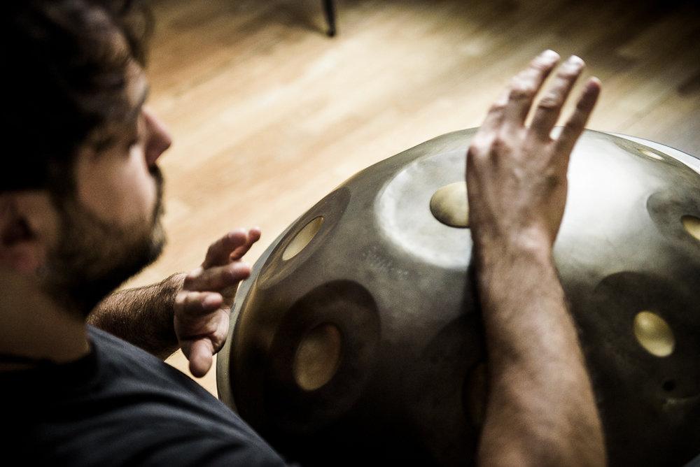 ....    Trust your intuition    No wrong or right way to play an Handpan:just follow the flow   ..   Segui il tuo istinto    Un nuovo modo creativo di fare musica alla portata di tutti   ....