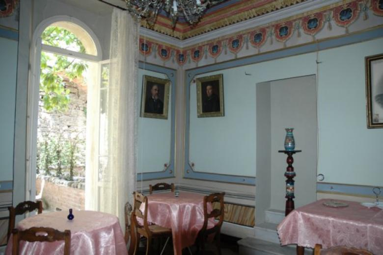 Dining Room with entrance to terrace.jpg