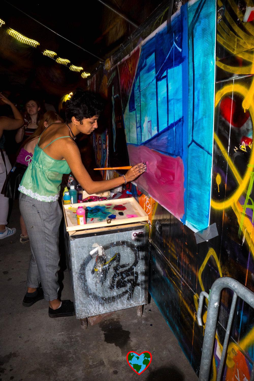 lady painting-1188265.jpg