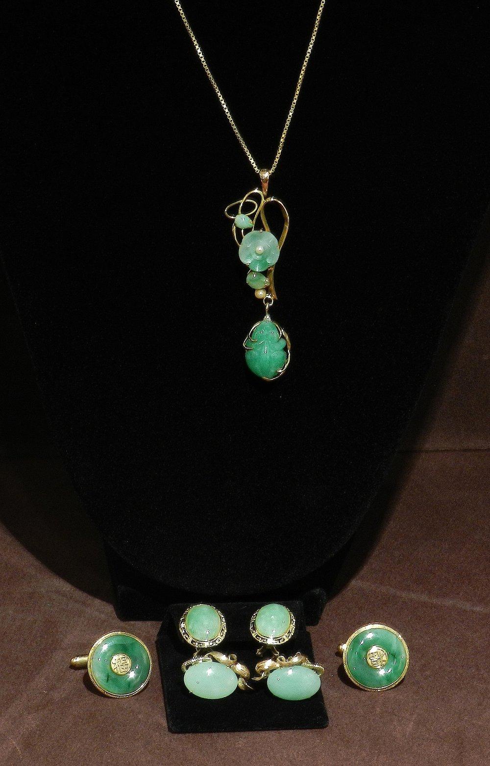 Assortment of Chinese Jadeite Jewellery