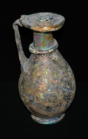 古色古香的罗马花瓶