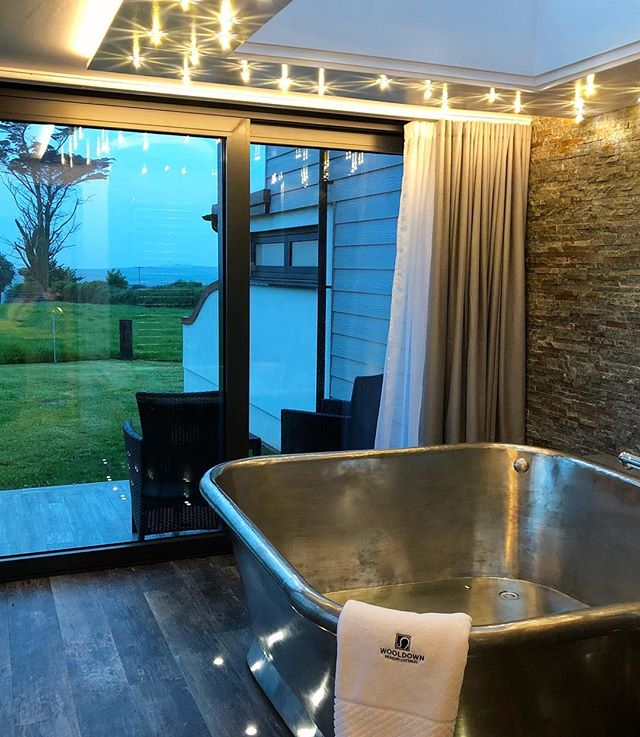 Valentine's Day Celebration Breaks @wooldown are now available to book! Treat someone special to a romantic Cornish getaway, near the Sea. Visit our website for more info (link in bio) 💕 Sun Seeker shown in pic. . . . #wooldown #romanticbreak #justfortwo #holidaysincornwall #cornwalllife #romanticretreats #valentinesday #valentinesgoals