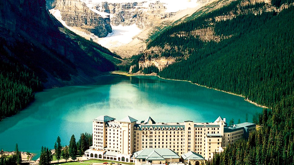 fairmont-chateau-lake-louise-alberta.jpg