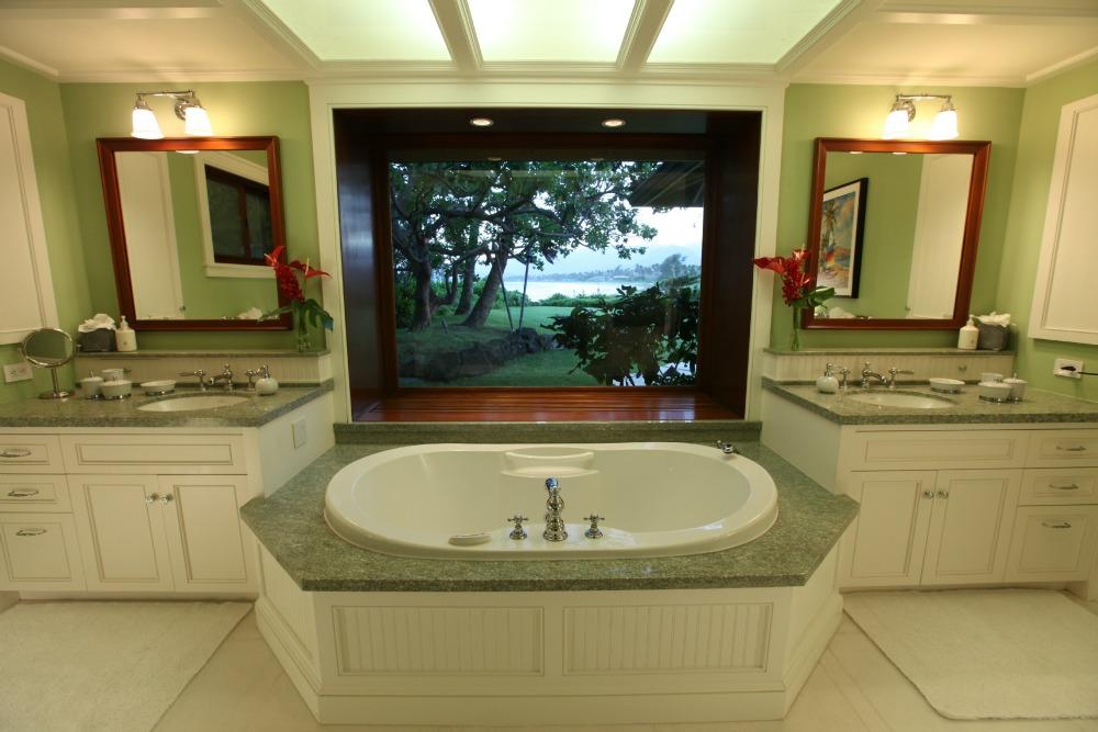 Master-Bath-Luxury-Hawaiian-Rental-.jpg