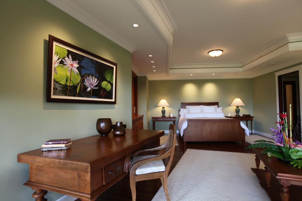 Master-Bedroom-Writing-Desk-Luxury-Rental.jpg