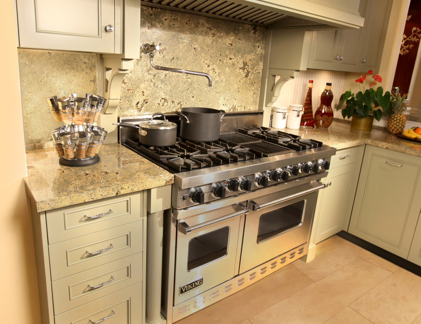 Paradise-Point-Estates-Viking-Range-Kitchen.jpg