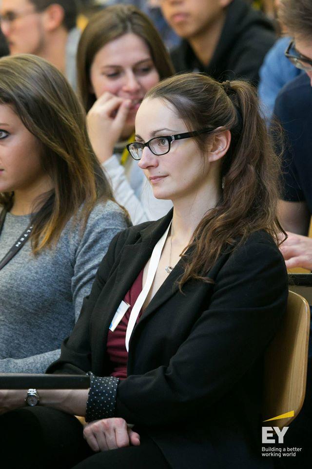 Léa, notre responsable ressources humaines, attentive lors d'une formation de la CNJE à Nancy
