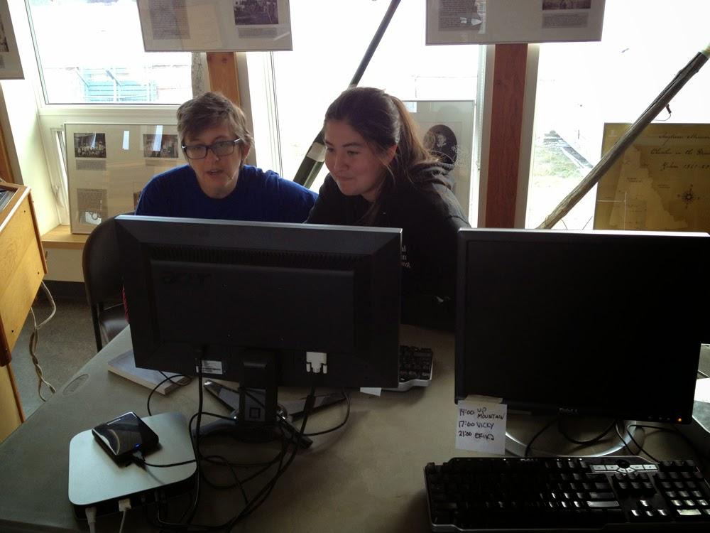 Lisa g helps Sophie edit