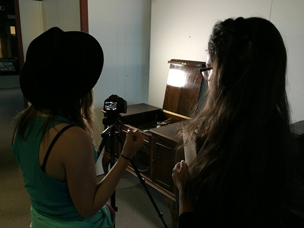 Filming an antique record player - the sound of the record starting by itself will be added in post