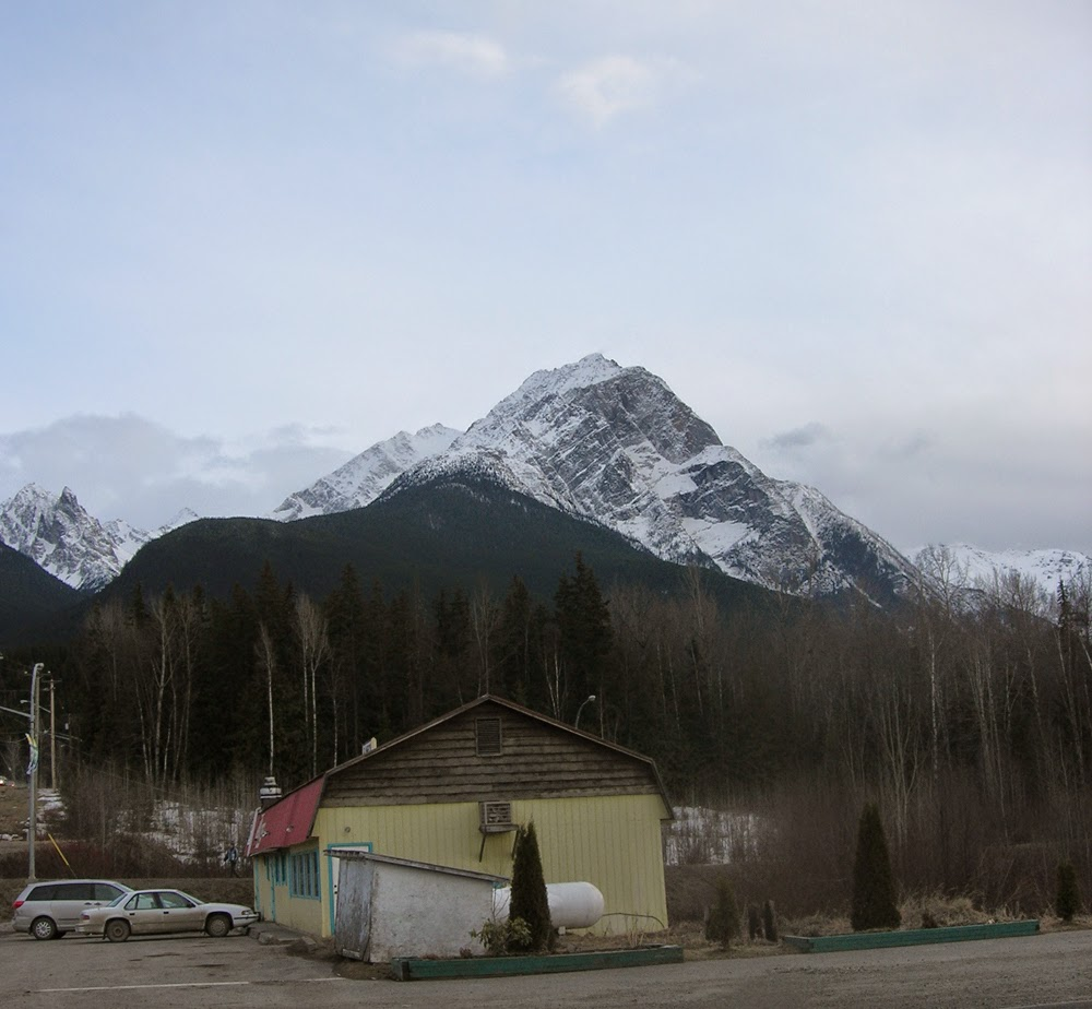 Roche de Boule Mountain Range.jpg