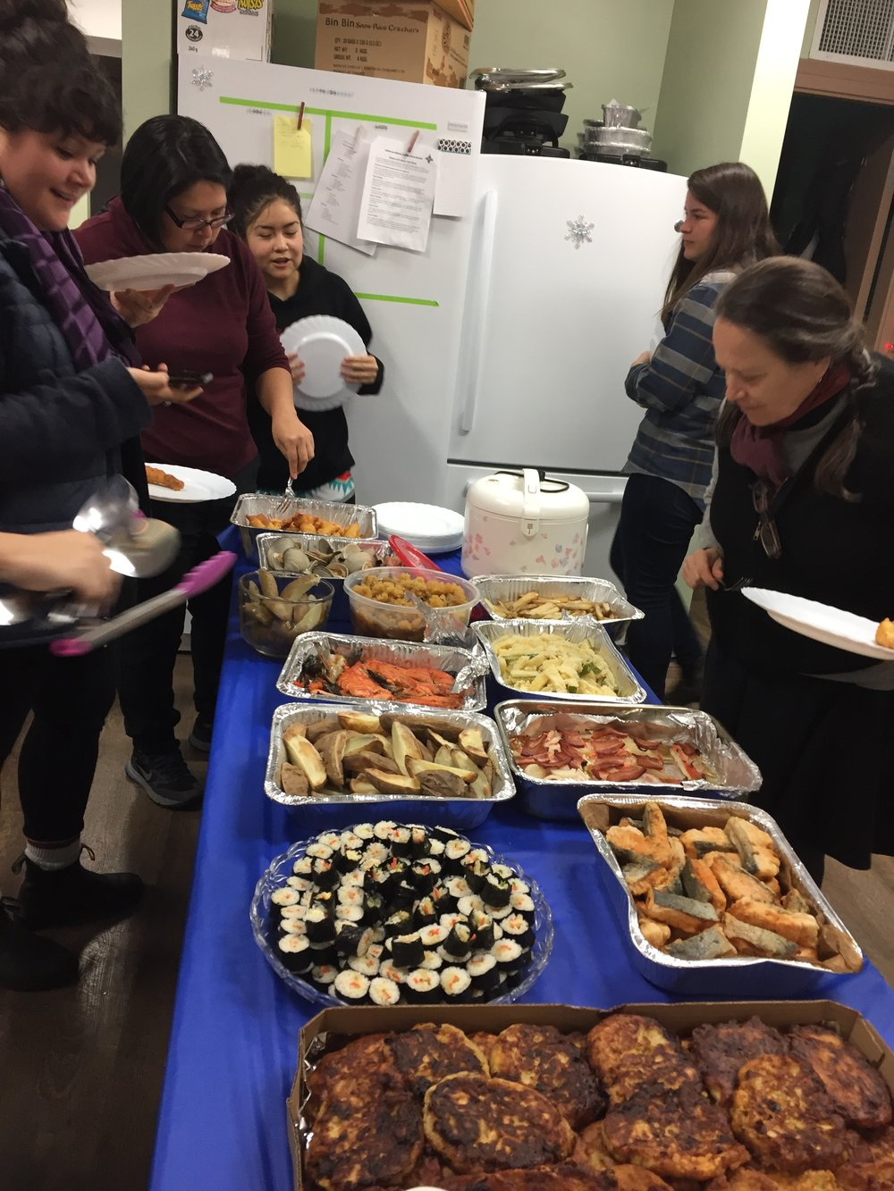 Lisa, Martine, Tracy, Lindsay and Amelie at feast table 1: sushi, clam cakes, potatoes, battered and deep fried shrimps, salmon x 3, fish eggs x2, rice & clams!