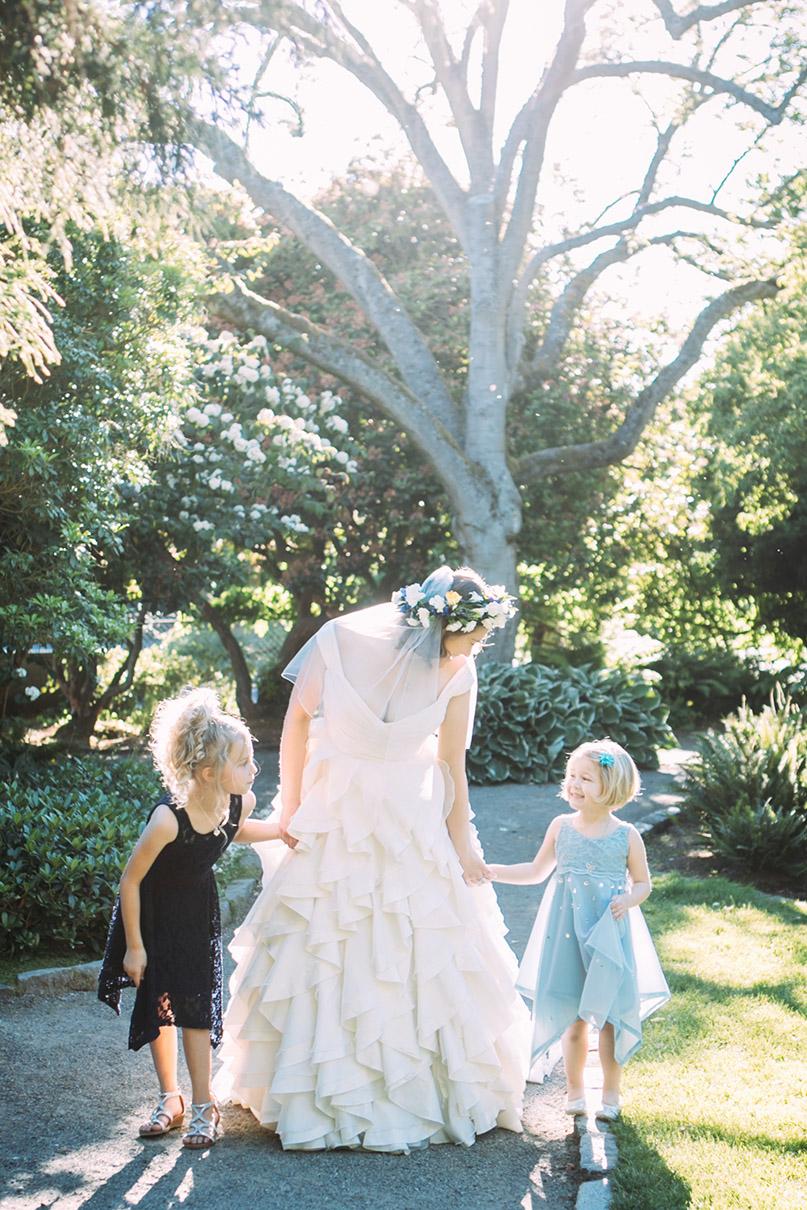 Seattle Kerry Park Bohemian Bride and Flowergirls