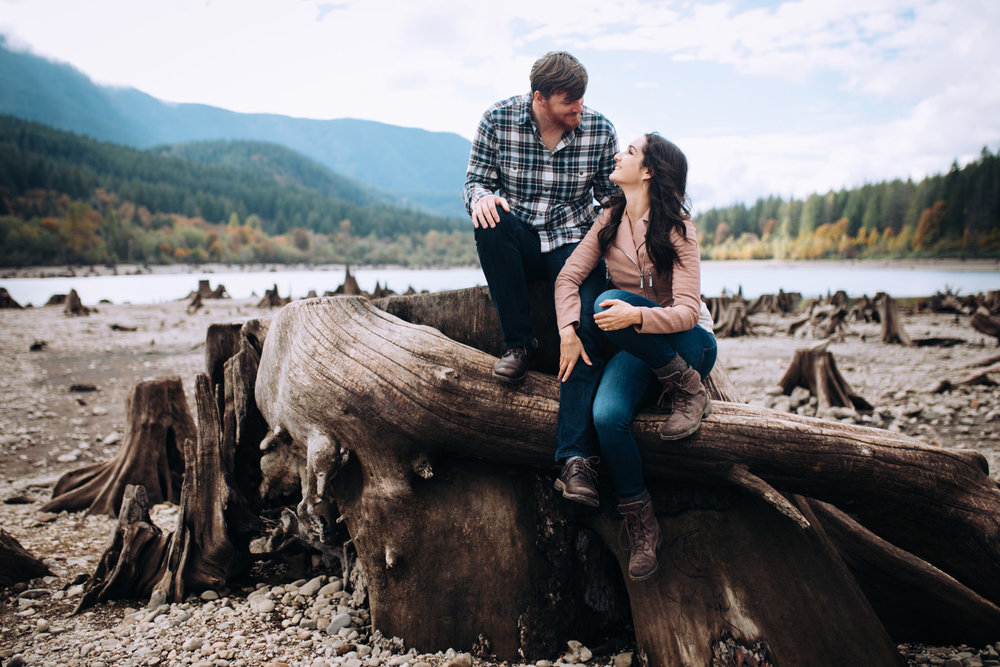 Seattle-Engagement-RattlesnakeLake.jpg