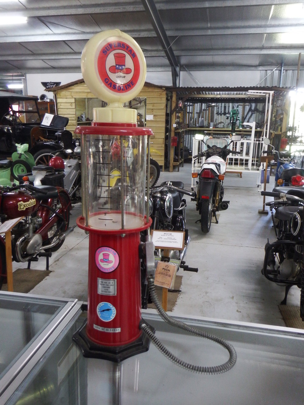 Small scale old style fuel pump