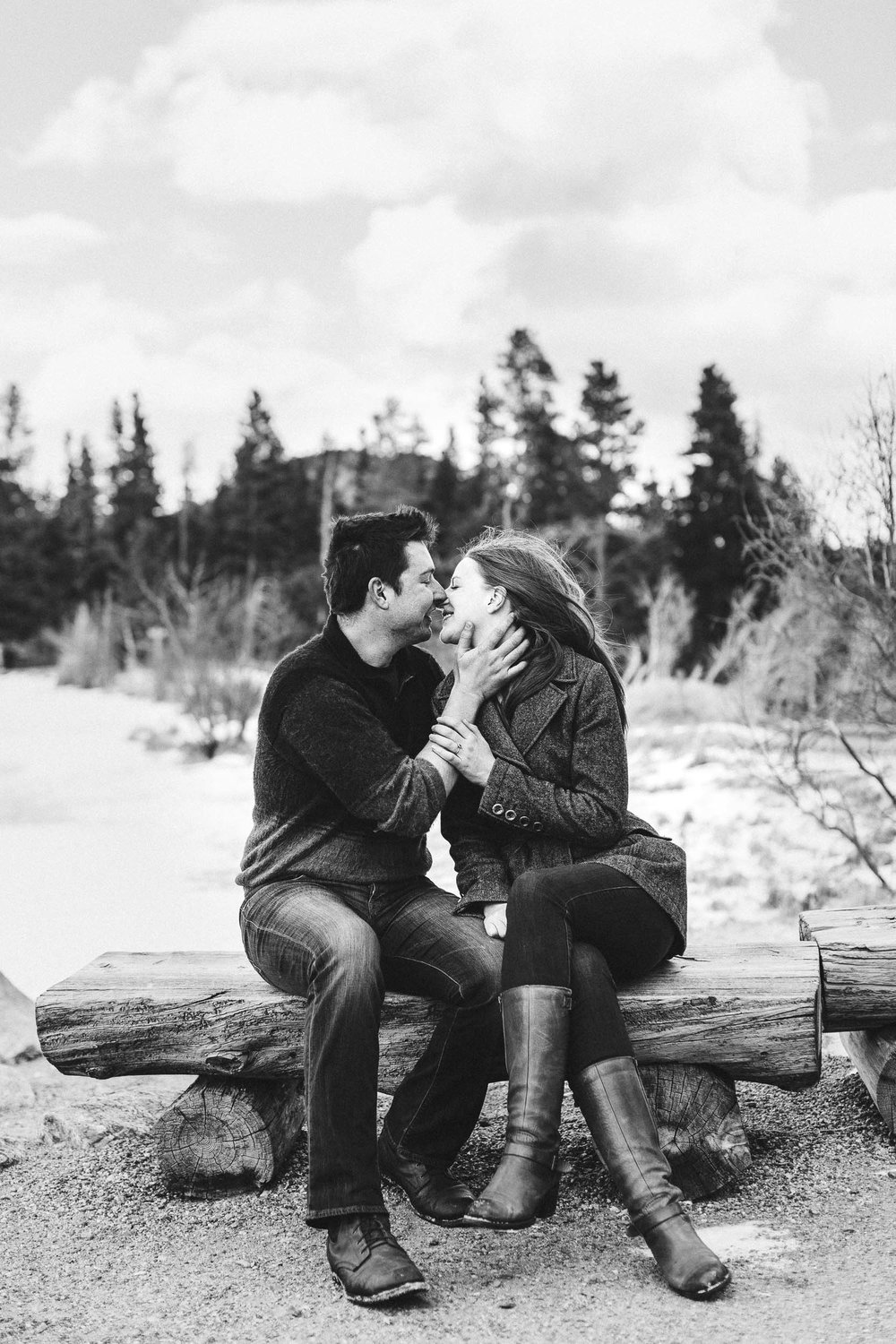 Winter-engagement-photo-session-in-Rocky-Mountain-National-Park-74.jpg