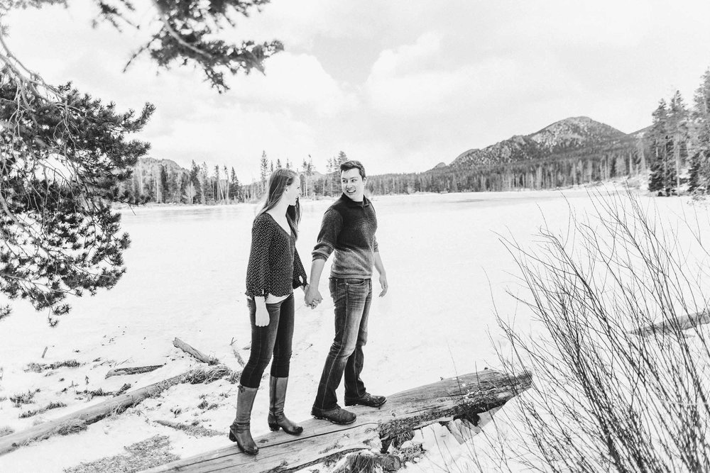 Winter-engagement-photo-session-in-Rocky-Mountain-National-Park-14.jpg