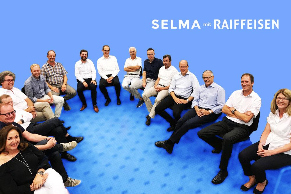 Patrik mit dem Führungskräften von Schweizer Raiffeisenbanken