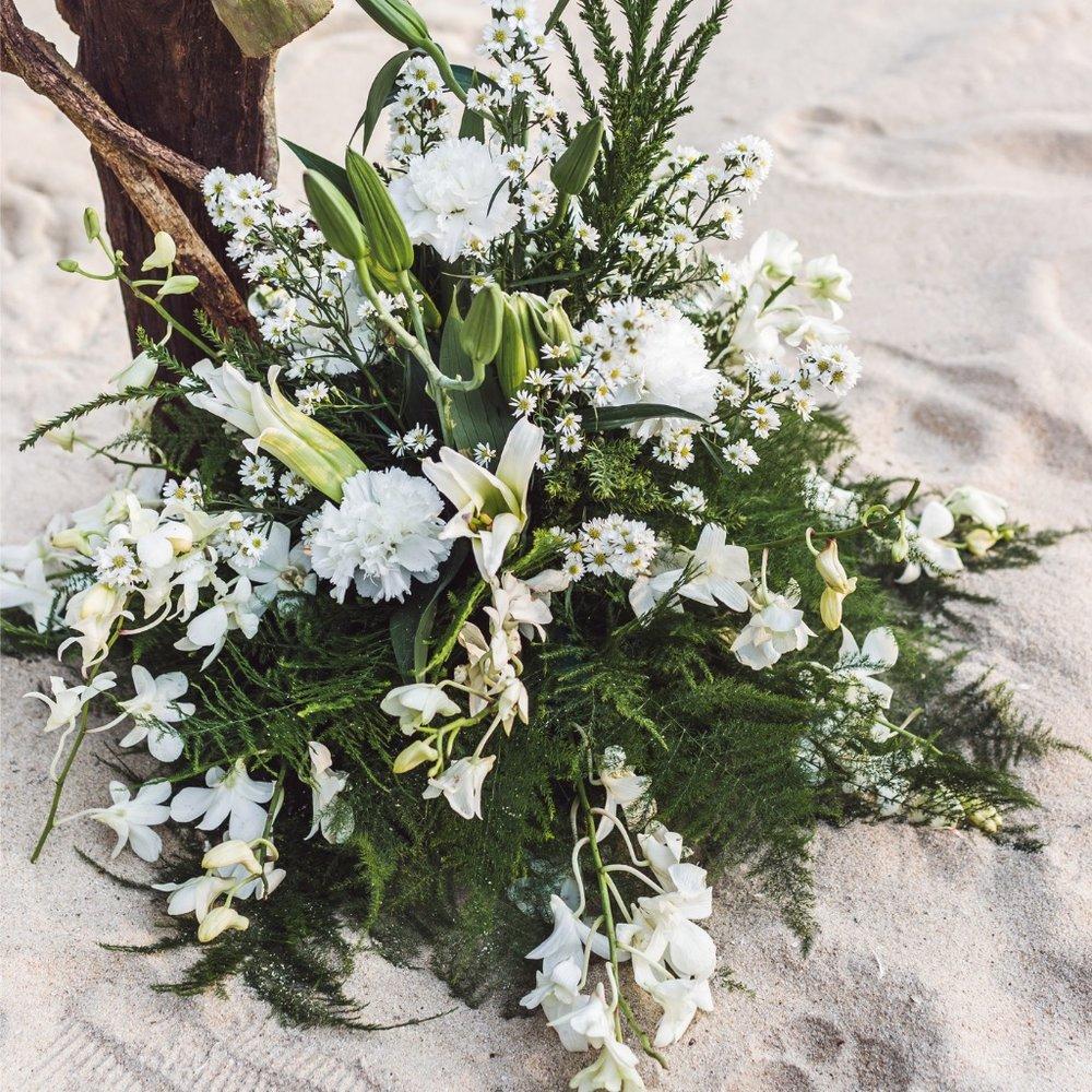beach-wedding-ceremony-picture-id641080094.jpg
