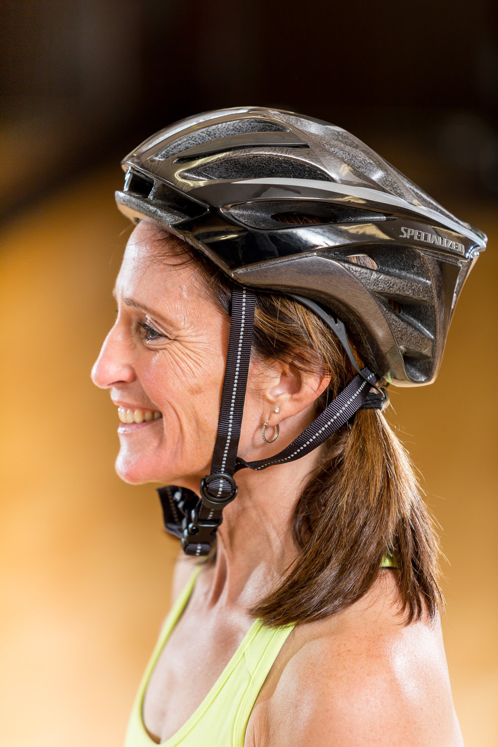 Robin demonstrates an improperly fitting helmet - it's not covering the forehead, and the straps are loose.