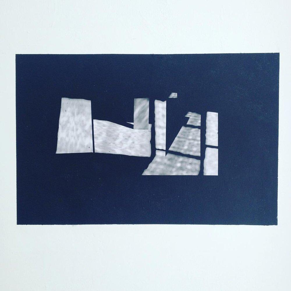 Peinture aérosol et papier par Estelle Neves de Oliveira. Atelier Ann Veronica Janssens  A l'École nationale supérieure des beaux-arts de Paris