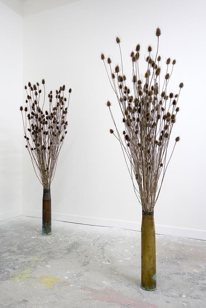 """Laurent Lacotte, """"Bouquets"""", Douilles d'obus en cuivre, chardons, Ø 75 cm, H 195 cm, 2016  © Laurent Lacotte / Adagp - 2016"""