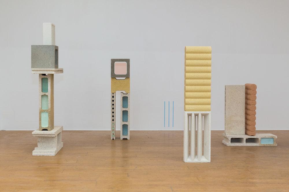Manoela Medeiros,  Nature Morte, août 2017  Installation. Briques pigmentées et plâtre pigmenté. Dimensions variables