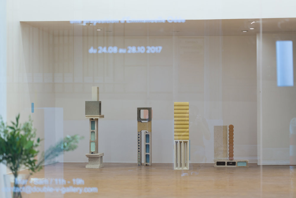 """Vue de l'exposition personnelle de l'artiste """"Falling Walls"""" à la Double V Gallery, Marseille, août 2017"""