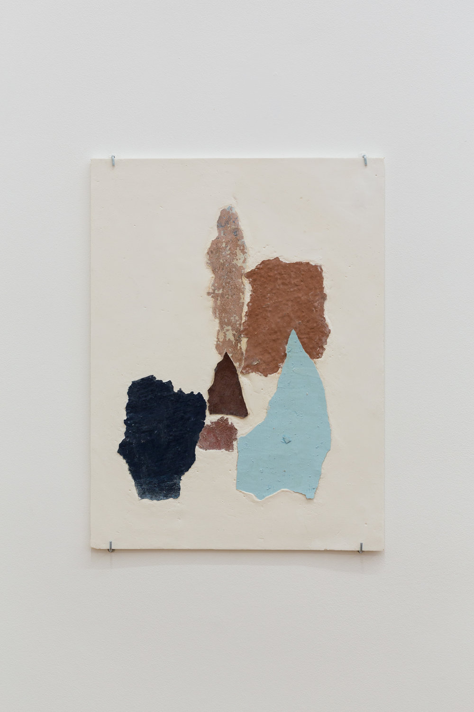 Manoela Medeiros, Continent I, août 2017  Fragments de murs, plâtre 30 x 40 cm