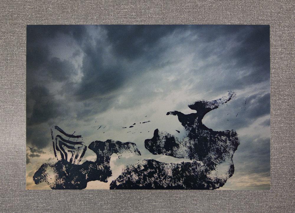 Clara Champsaur Sans titre, 2017. Gravure sur photographie argentique. Tirage pigmentaire sur papier Museum Etching Hannemuhle 350g. Oeuvre unique 21,6 x 32,3 cm