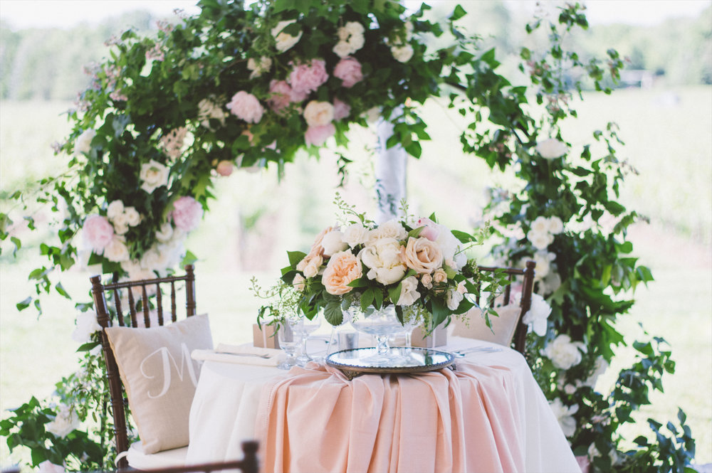 amanda cowley events niagara wedding planner kurtz orchard gracewood estate floral arbour sweetheart table vintage mirrors