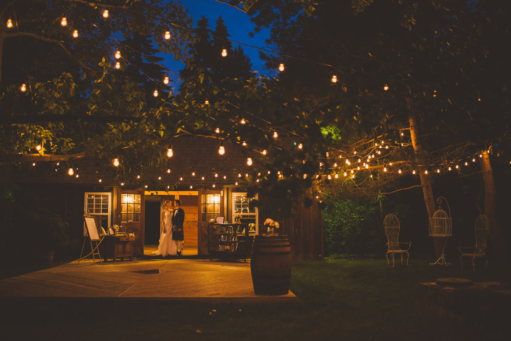 amanda cowley events niagara wedding planner kurtz orchard gracewood estate evening cafe lighting patio barn