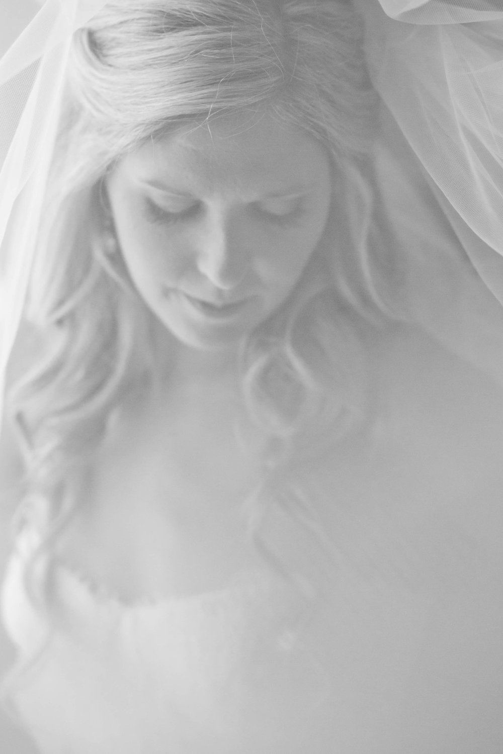 amanda cowley events niagara wedding planner white oaks bridal portrait black and white