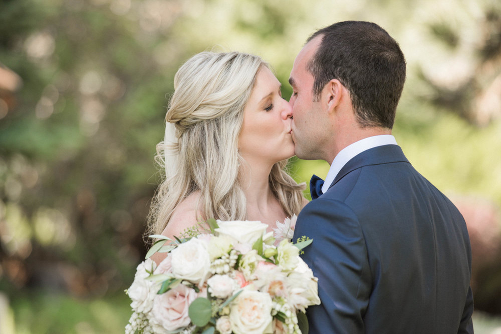 Niagara Wedding Planner First Look Kiss