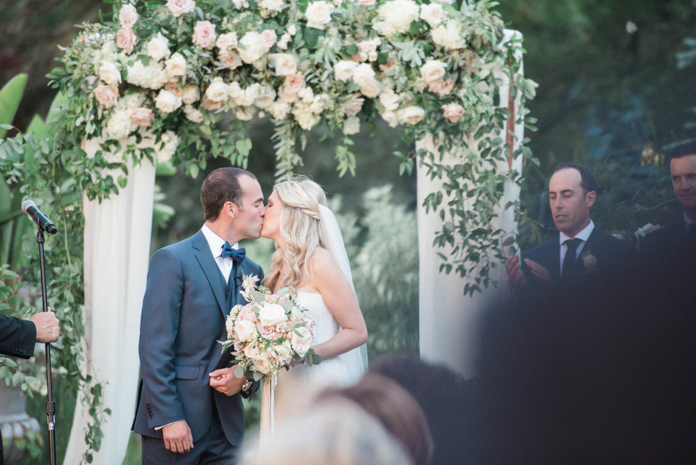 Niagara Wedding Planner First Kiss