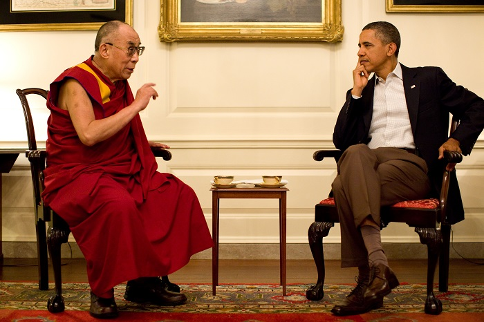 Barack Obama having tea with the 14th Dalai Lama ( Official White House Photo by Pete Souza)