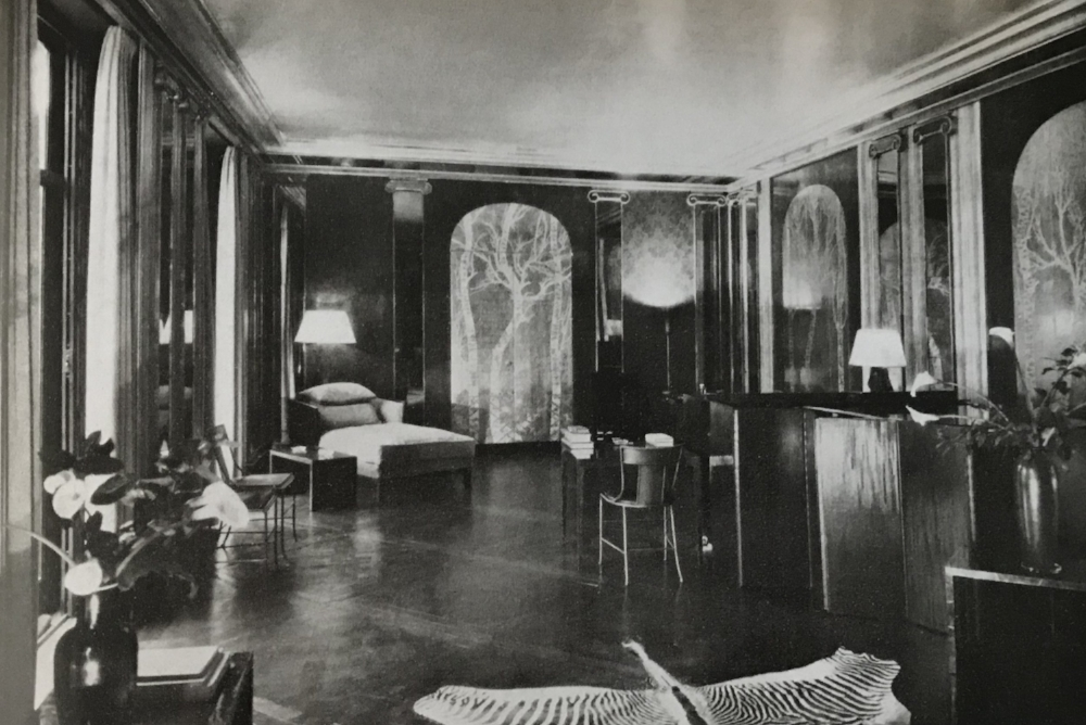 One of our favorite Jean-Michel Frank designed apartments, the apartment of Cole Porter, circa 1928. Silver lacquer paneling above by Armand-Albert Rateau.