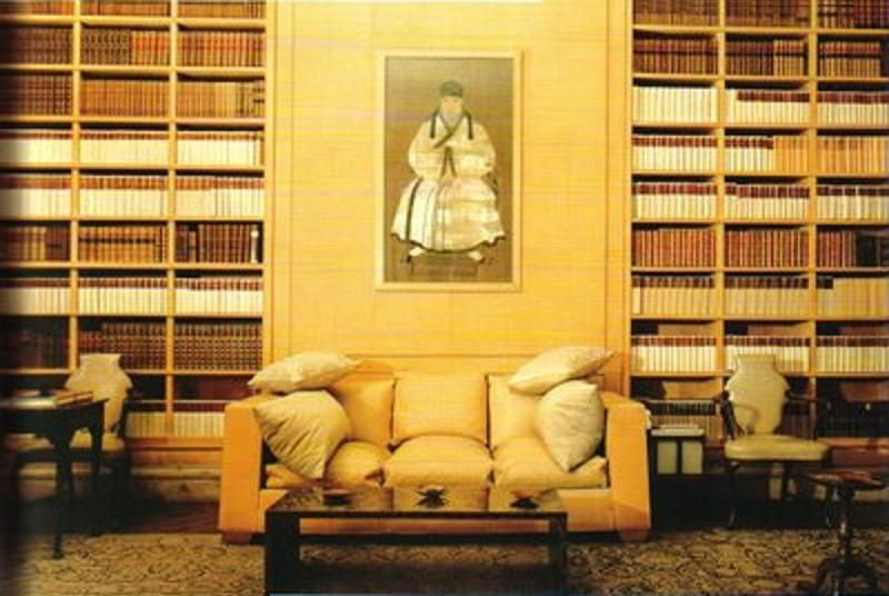 Frances Elkins' 1930's library for Mrs Kersey Reed, a tribute to Jean-Michel Frank.In the US, Elkins introduced Frank's furniture and became the exclusive importer of his pieces