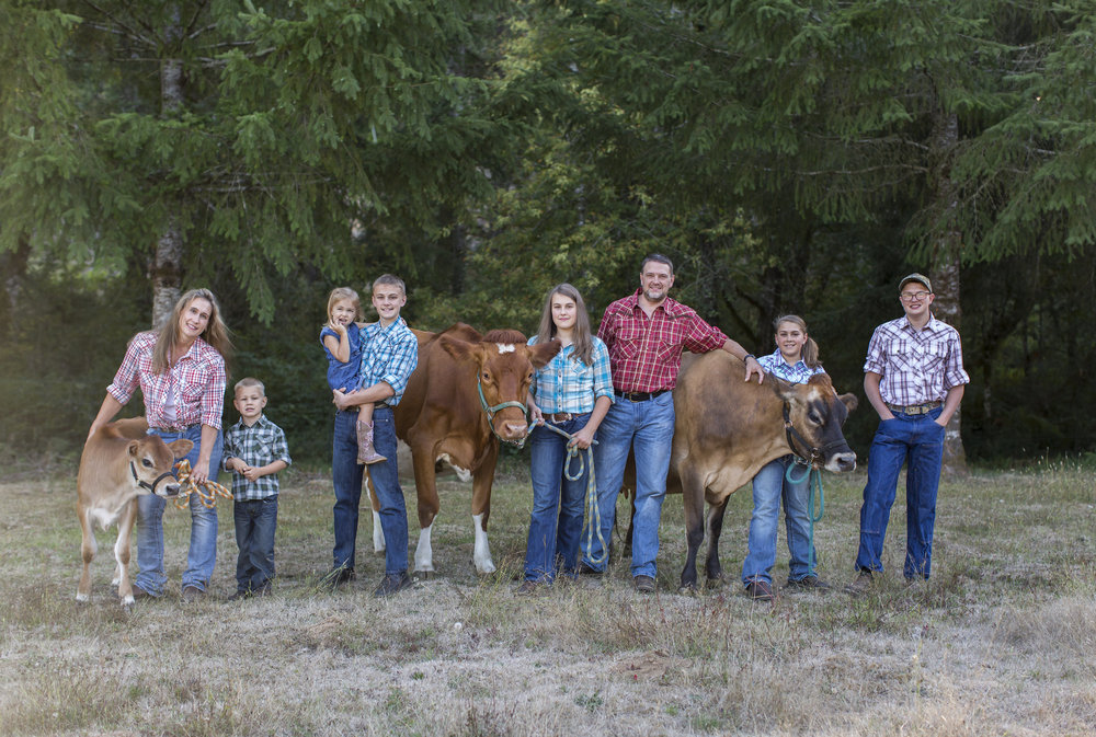 Lori, Brayden, Kendra, Weston, Elainna, Jeremy, Makenna and Ryan.                                                                                                Cows pictured; future milk cow Tilly, milk cows Dahlia and Whimsy