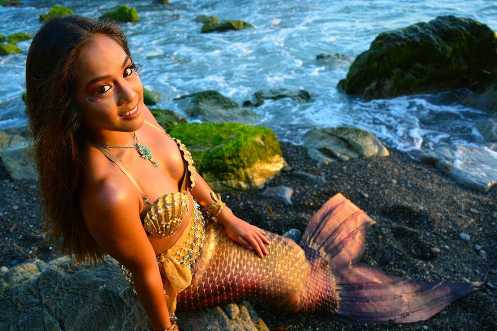 Mermaid-Kailani-at-Beach.jpg