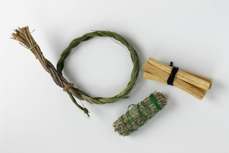 Gangs all here (from left to right): sweetgrass, sage, palo santo