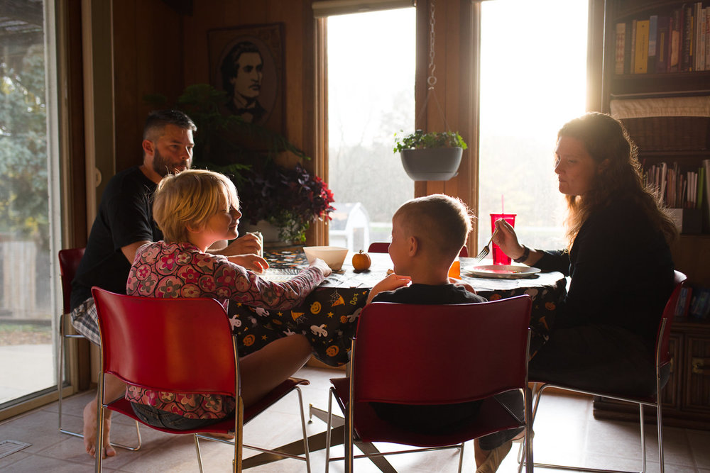 documentary photography of family in Lincoln Nebraska having breakfast.jpg