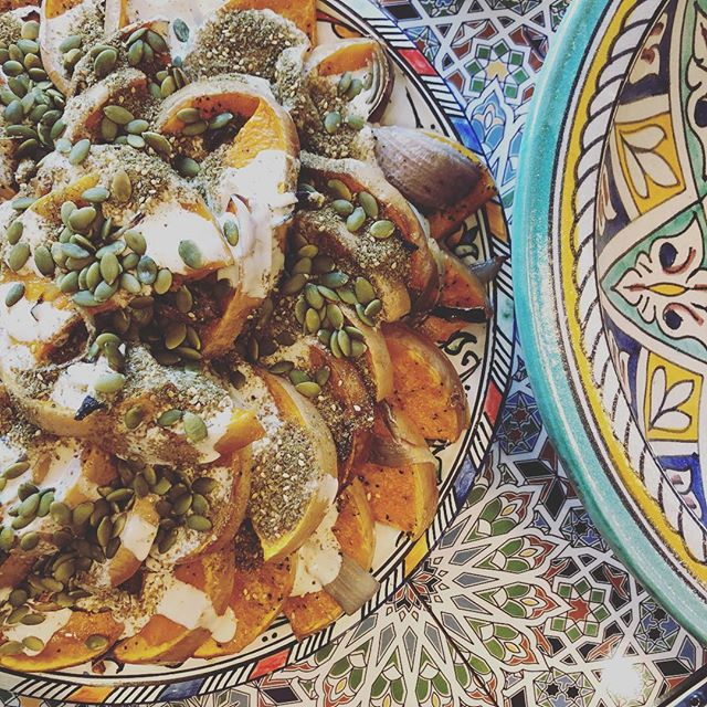 This bad boy's proving a crowd favourite! We've been shopping local with these delicious pumpkins, topped with lashings of lemon-y tahini, roared pepitas and locally made zaatar! Picnic, anyone? 🥙