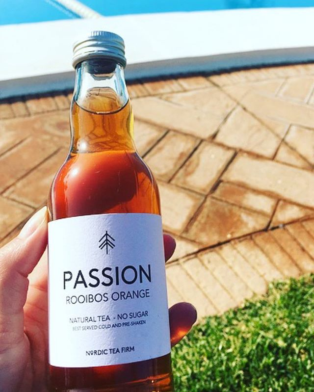 Passion for saturdays 😍🙌🏽 #tea #nordictea #nordicteafirm #pool #poolhouse #yoga #fitness #fitnesstea #healthyfood #healthydrink #passion #teapassion #nosugar #nocalories #natural #marbella #danish #product @nordic_tea_firm