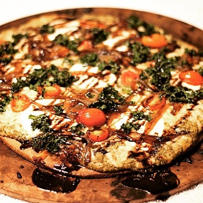 Craving homemade pizza? Check out this Nichef experience and have the oven-baked goodness made at home! Link in bio #pizza #freshmozzarella #cherrytomatoes #pesto #healthyeating #tasty #balsamicglaze #homebaked #fromscratch #experienceoftheday #nomnom #nichef #nichefexperience