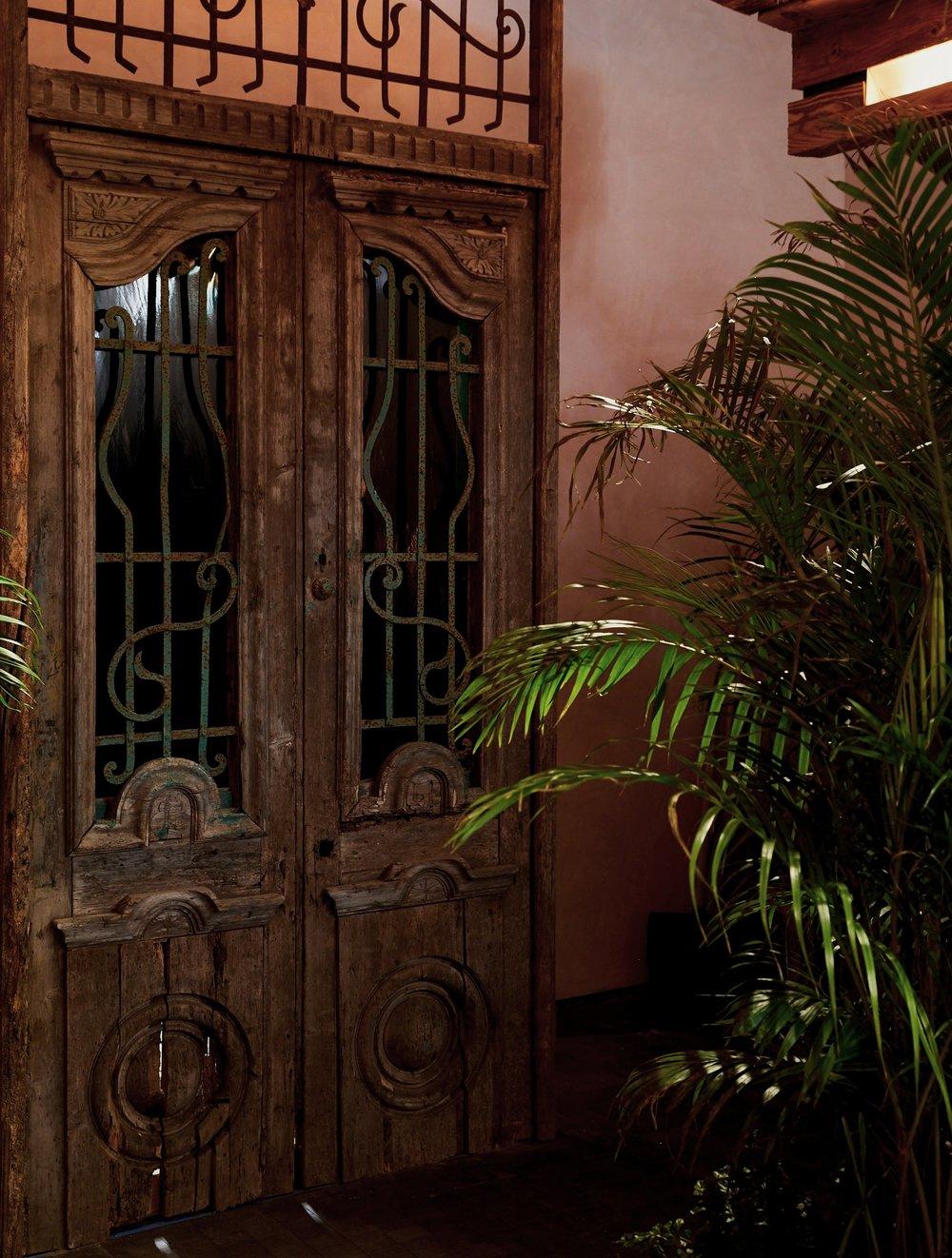 HISTORIC COLONIAL DOOR ARTIFACT.