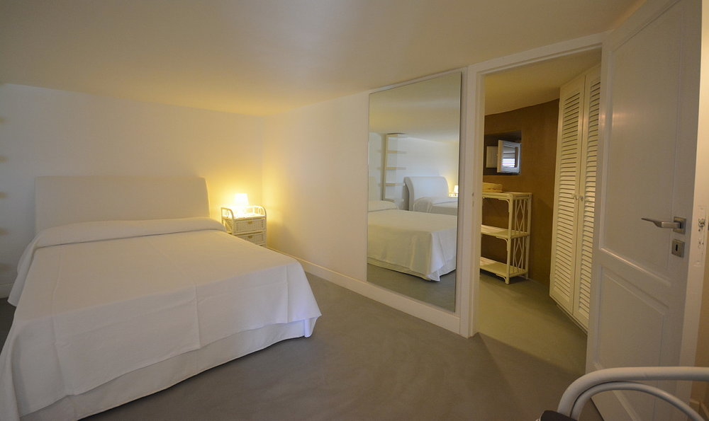 Villa Calipso down floor Twin queen size bedroom (5).JPG