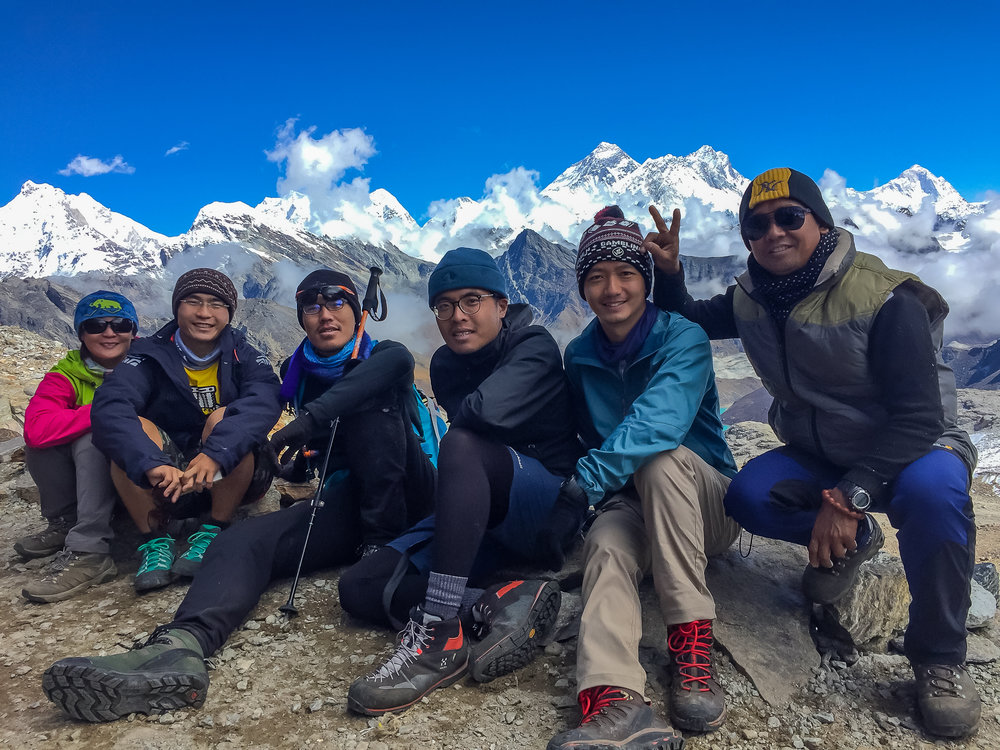 5 of us: LiChen, Ray, Kilik, Bo, me, + our guide Sanu!