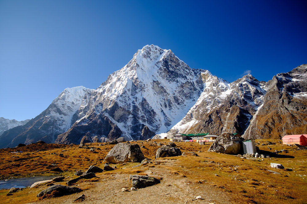 Leaving Dzongla, with Mt.Lobuche (6,149m) in the background