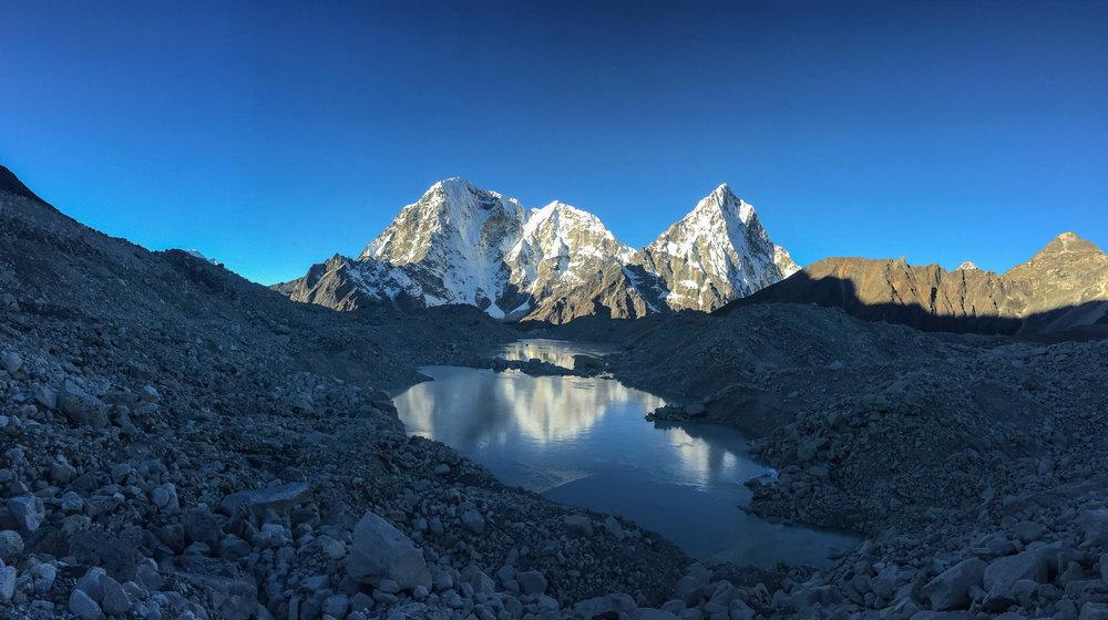 Taboche Peak (6,495m), Chola Tse (6,440m), Arakam Tse (6,423m)