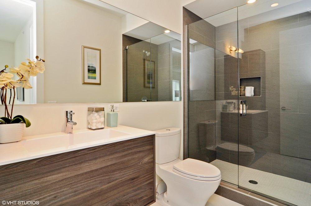 11_3238NRacineAve_10_Bathroom_HiRes.jpg